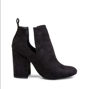 NIB Steve Madden Suede Black Cut Out Ankle Boots 7